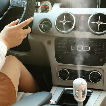 Mini Car Air Humidifier and Aromatherapy Essential Oil Diffuser