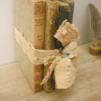 vintage PRIMITIVE Bookstack with Primitive Quilt remnant tie ... RUSTIC Farm House Urban loft vintage book