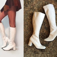 Vintage White Mod Patent Go-Go Boots | 90s does 60s 70s Hippie Disco Boots | Patent PU |  Size 9 to 9.5