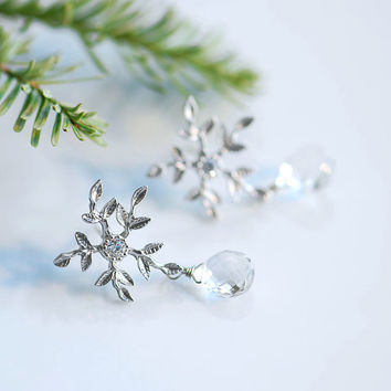 Snowflake earrings by joojooland on Etsy