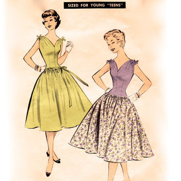 Vintage 1950s Sewing Pattern - Sleeveless Party Dress with Fitted Drop Waist & Gathered Shoulders, Sew Easy - Advance 7071, Bust 30