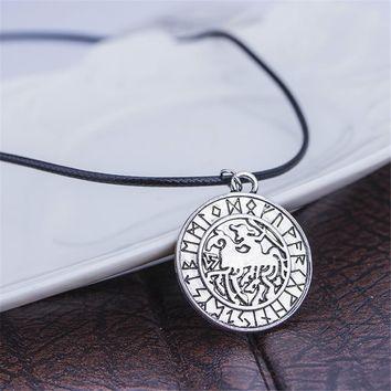Nostalgia Greek Latin Assassins creed Knights Templar Exquisite commemorative Seal Pendant necklace Double men ride a horse