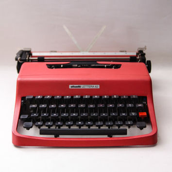Red Typewriter Lettera 62 from Olivetti, designed by Marcello Nizzoli - Rare