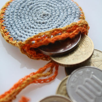Mini coins purse - Crocheted mini wallet - FREE SHIPPING- tiny pendant purse - Cameo holder - Amulet Bag