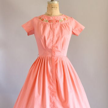 Vintage 50s Dress/ 1950s Cotton Dress/ Swirl Pink Cotton Dress w/ Floral Embroidery L
