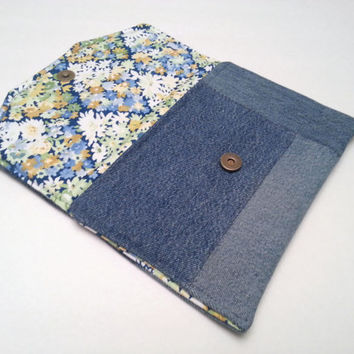 Spring Hand Bag / Upcycled Denim Clutch / Recycled Denim Purse / Denim Spring Accessory / Denim Purse / Patchwork Clutch / Travel Organizer