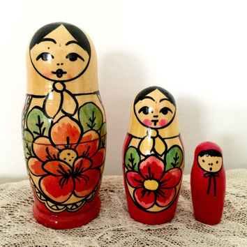Vintage Russian Nesting Babushka Floral Dolls. Asian Features.Set of Three.