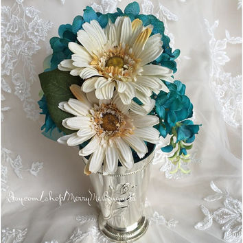 Turquoise Silk Hydrangea and ranunculus with Champagne Pale Yellow Daisies