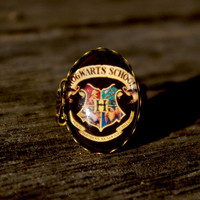 Harry Potter Hogwarts Crest- vintage style ring