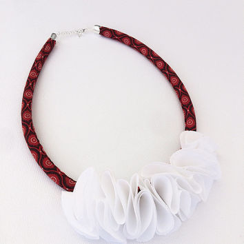 FREE SHIPPING・African Bib Necklace・Fabric Necklace・African Print・Shweshwe Fabric・Wax Fabric・Red Fabric・African Jewellery・African Necklace