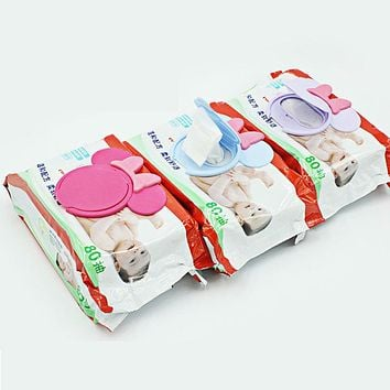 New Baby Wet Paper Lid Wet Wipes Cover Wet Tissue Reusable Lid Baby Bibs Care