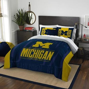 Michigan Wolverines NCAA Bedding Modern Take Full/Queen Printed Comforter & 2 Shams Set