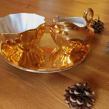 Rochelle fine china. Stunning 22 Karat gold plated creamer and sugar bowl w/ plate, circa 1930/40s.
