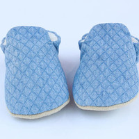 Baby shoes - baby booties - baby crib shoes - toddler shoes - baby moccasins- baby moccs - crib shoes - booties - newborn shoes - baby