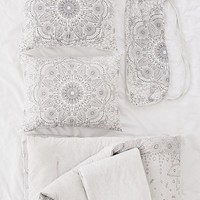 Amelia Medallion Jersey Comforter Snooze Set | Urban Outfitters