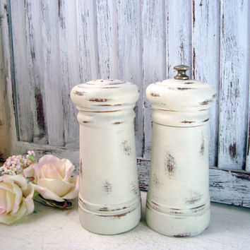 Cream Vintage Pepper Mill and Salt Shaker Set, Shabby Chic Wooden Pepper Grinder, Cottage Chic Salt and Pepper Shaker, Gift Ideas