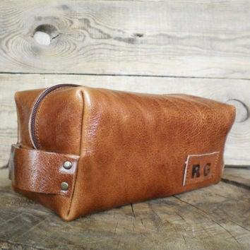 Personalized shaving bag, Leather Dopp Kit, Groomsmen gift, Leather pouch, Travel bag, Cosmetic bag, Toiletry bag for man, Caramel brown,