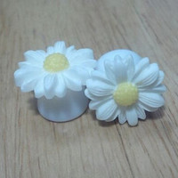"Buy 2 Pairs/Get 3rd FREE! Elegant White Medium Sunflower Plugs / Gauges 4g, 2g, 0g, 00g, 1/2"", 9/16"", 5/8"", 11/16"", 3/4"" Available"