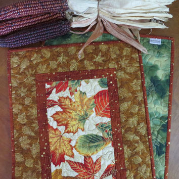 Quilted Fall Table Runner - Autumn Leaves Gold 498
