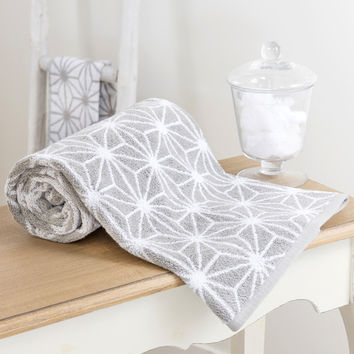 NORDIC cotton bath sheet in grey 70 x 140cm | Maisons du Monde