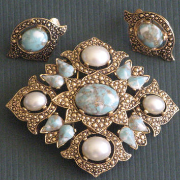 SARA COVENTRY Gold-tone Demi-parure Brooch Earrings Easter Egg Caboshons Faux Pearls