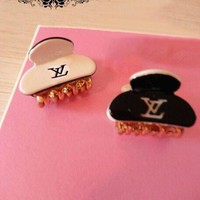 8DESS Louis Vuitton LV Women Hairpin Jewelry