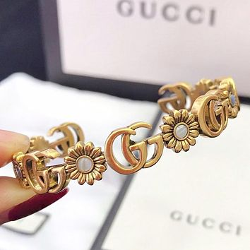 GUCCI New fashion letter women opening bracelet Golden