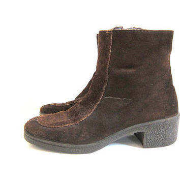 Vintage Snow Boots. Faux Fur Ankle Boots. Zip Up Boots. dark Brown Leather Suede Boots with chunky heels. women's snow shoes size 7.5