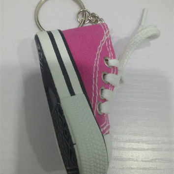 1pcs Mini Hi Top Canvas Sneaker Tennis Shoe Keychain Blue Pink Black White Sports Shoes Keyring Doll Funny New Year Gifts Kc097