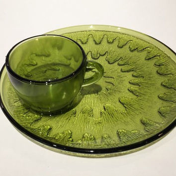 Indiana Green Glass Snack Set, Vintage Green Glass Plate and Teacup Sunburst Pattern, Snack Set Indiana Avocado Glass Sunburst Snack Set
