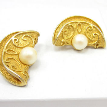 Pearl Brushed Textured Gold Tone Earrings Chunky Thick Clip Ons Earrings Vintage Estate Jewelry Gift Idea Designer Unsigned Runway