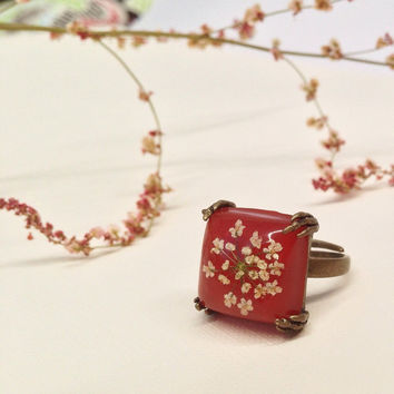cute ring with natural pressed little flowers and clear resin over red background - red square ring - missmayoshop