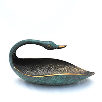 Vintage Hammered Metal Brass Bowl Verdigris Patina Duck Swan Bird Pal Bell Company Israel Tel Aviv 1940s 1950s Mid Century Decor Collectible