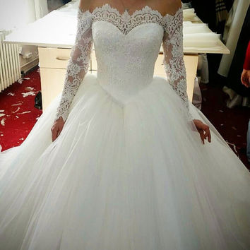 Fashion sweetheart neckline lace appliqued tulle long sleeves wedding dress off the shoulder wedding gown