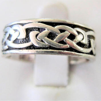 Sterling Celtic Size 8 Ring, Celtic Knot Band, Vintage Sterling Signed - Maker's Mark - Irish Ethnic Jewelry