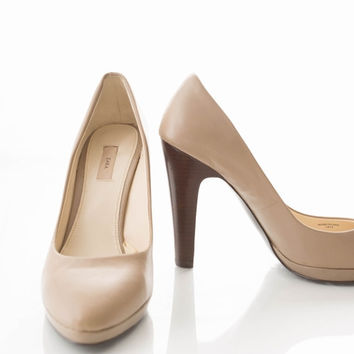 ZARA Leather Mary Jane New Pumps 7.5 Nude, Beige, Tan Pumps W/ Wood Heel