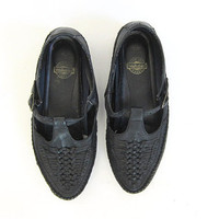vintage black leather moccasin sandals. t strap sandals. womens leather shoes. size 9 - 9.5
