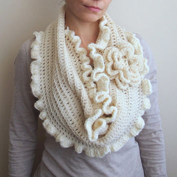 PDF Infinity loop scarf crochet pattern, oversized flower capelet, shrug ruffels, circle cowl, DIY tutorial, Quick and easy gift