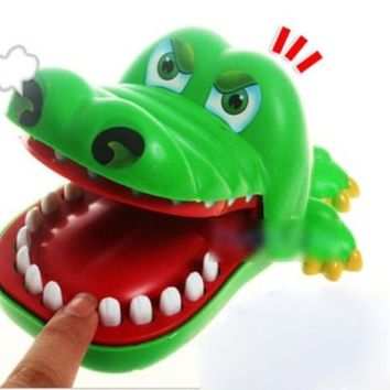 Creative Chidlren Kid Crocodile Mouth Dentist Bite Finger Game Funny Toy US286