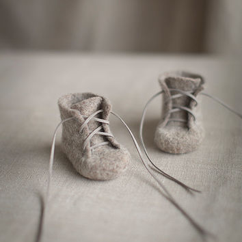 Baby shoes Newborn booties Natural organic wool booties Baby shower gift Felted unisex eco friendly light greyish brown shoes