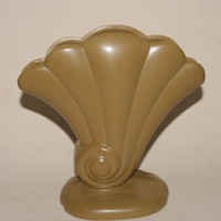 Vintage 1950s Red Wing Number 892 Pottery Light Brown Shell Pattern Fan Vase