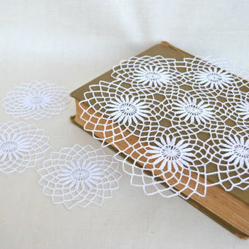 White Crochet Doily set of 4, tabletop decor, lace centerpiece, Vintage Doily, cottage chic