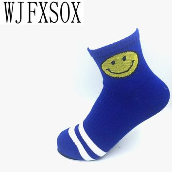 WJFXSOX 2017 new cartoon smiley face Harajuku two stripes on men and women in tube socks cotton socks lovers  Male Socks meias