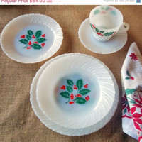 Milk glass holly pattern - Christmas / Holiday Dishes service for Four.  Mid Century Termoscrisa Mexico