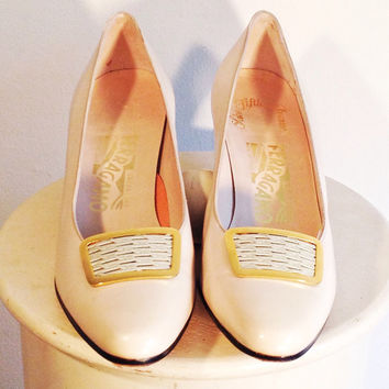 Ferragamo Saks Shoe - Ivory Leather Pump / Enamel Buckle - 80s Leather High Heel - Vintage Bridal Shoe - Debutante Shoe - FREE SHIPPING