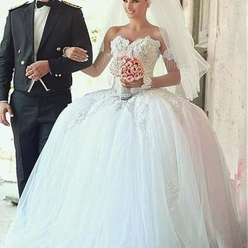 [199.99] Marvelous Tulle & Satin Sweetheart Neckline Ball Gown Wedding Dresses With Lace Appliques - dressilyme.com