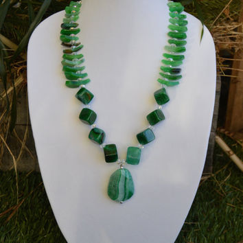 Emerald Green Agate Teardrop, Nugget, and Pendant Statement Necklace