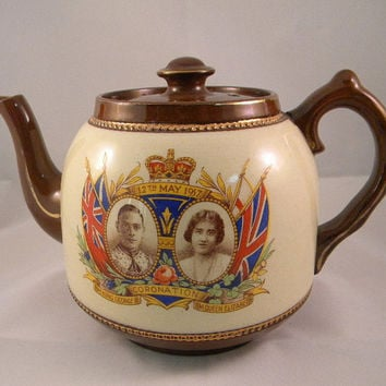 SR Staffordshire George Elizabeth Commemorative teapot dated 1937 made in England