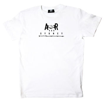 WHITE STAPLE TEE