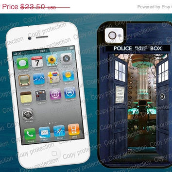 SALE TARDIS Bigger on the inside Tough iPhone 4/5 case with rubber lining- Doctor Who iPhone hard case, 2 piece rubber lining case